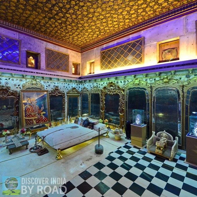 Maharao's bed inside Aina Mahal bhuj