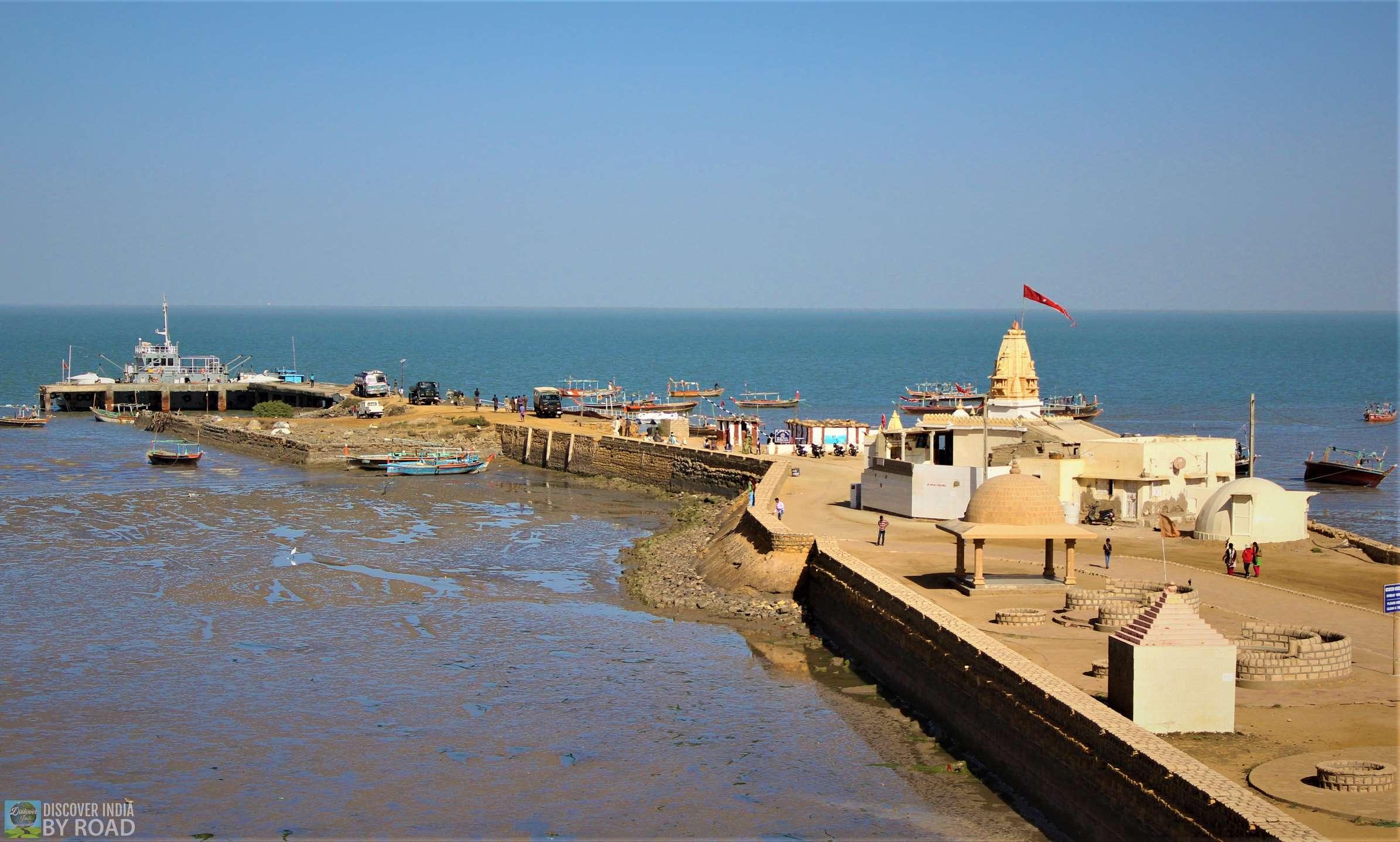 Way to Koteshwar Jetty & temple
